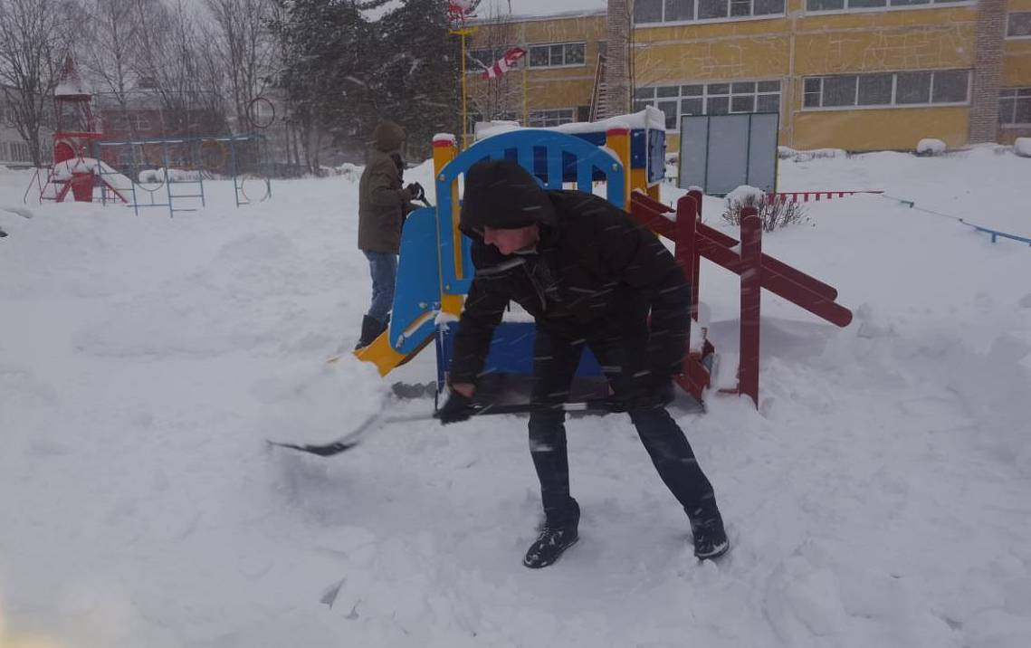Снип по уборке снега на кровли